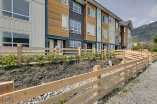 """Photo 2: 9 1188 WILSON Crescent in Squamish: Dentville Townhouse for sale in """"The Current"""" : MLS®# R2269962"""
