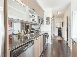 Photo 9: 90 Stadium Rd Unit #829 in Toronto: Niagara Condo for sale (Toronto C01)  : MLS®# C4246586