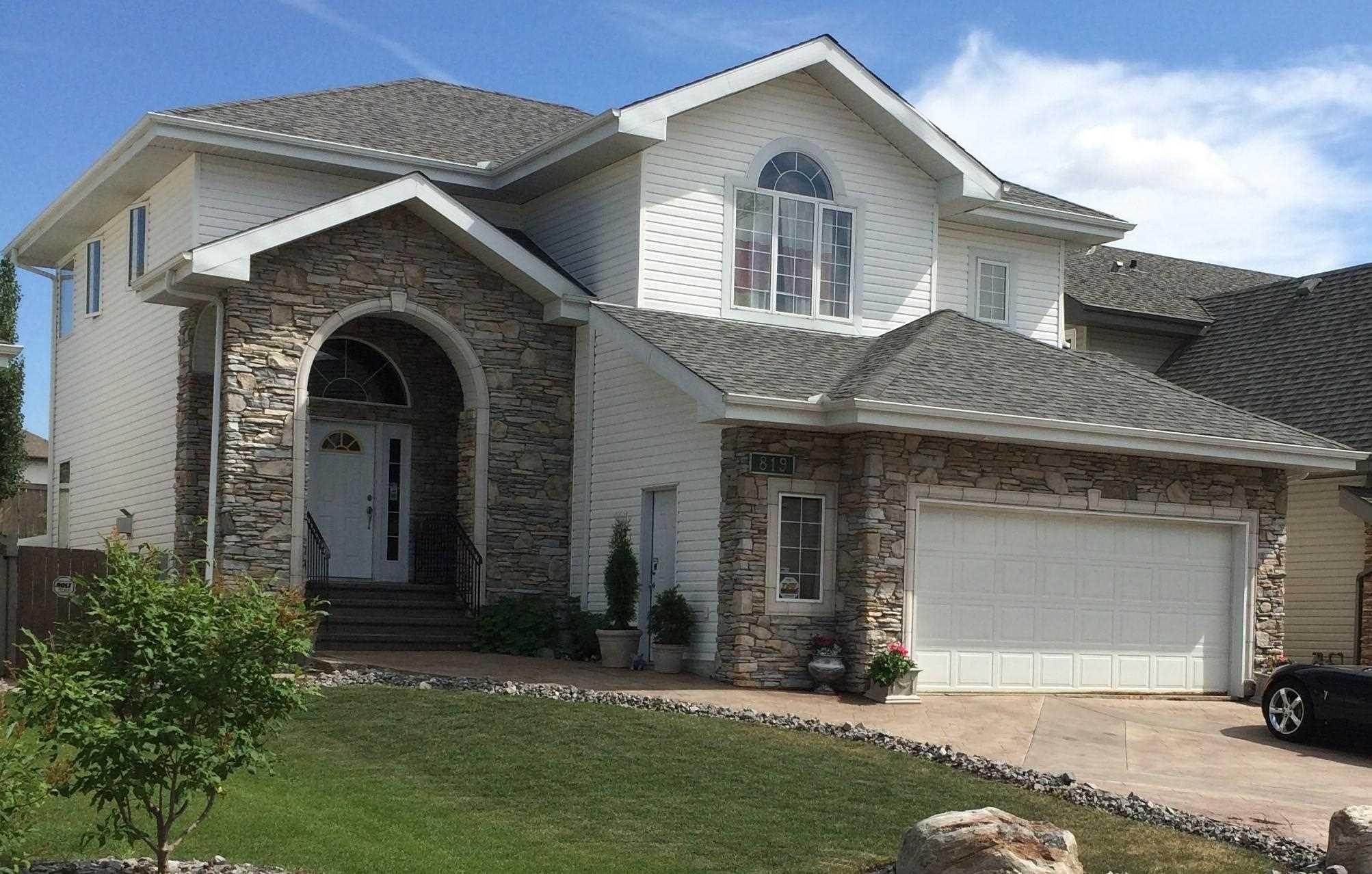 Main Photo: 819 TWIN BROOKS Close in Edmonton: Zone 16 House for sale : MLS®# E4249493