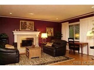 Photo 4: VICTORIA FAMILY HOME = Lambrick Park FAMILY HOME  For Sale SOLD With Ann Watley.