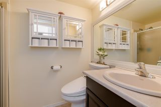 "Photo 14: 406 1350 VIDAL Street: White Rock Condo for sale in ""SEAPARK EAST"" (South Surrey White Rock)  : MLS®# R2433543"