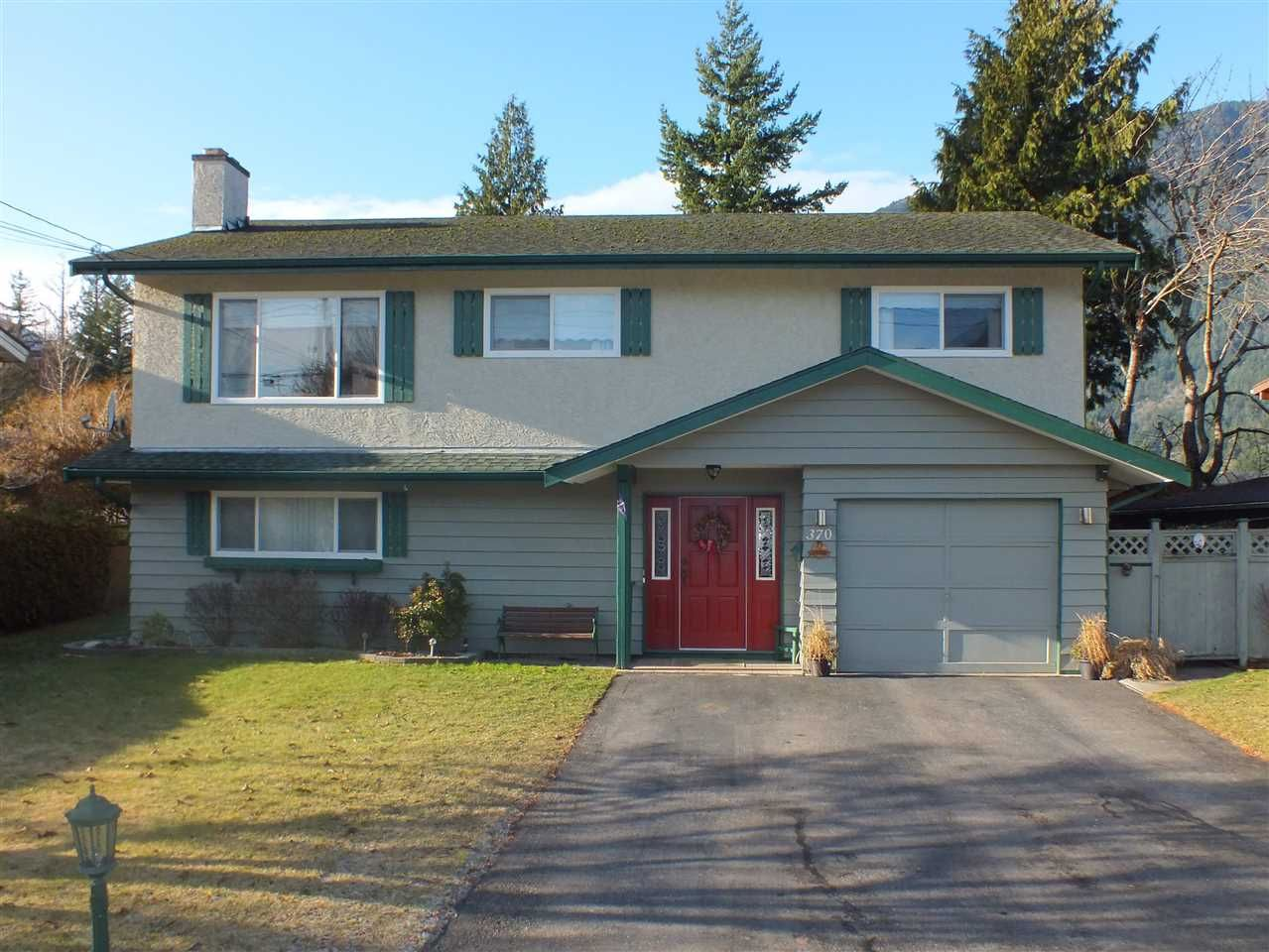 Main Photo: 370 3RD Avenue in Hope: Hope Center House for sale : MLS®# R2424030