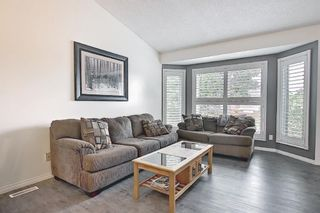 Photo 4: 94 Erin Meadow Close SE in Calgary: Erin Woods Detached for sale : MLS®# A1135362