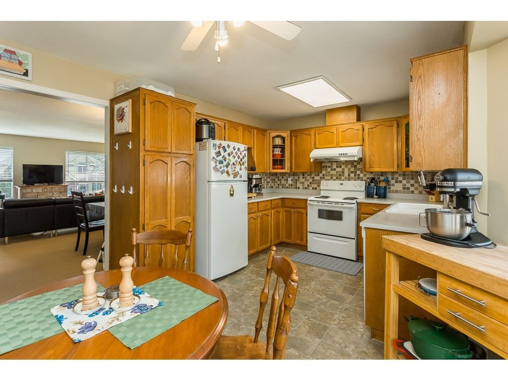 Photo 9: Photos: 35275 BELANGER Drive in Abbotsford: Abbotsford East House for sale : MLS®# R2558993