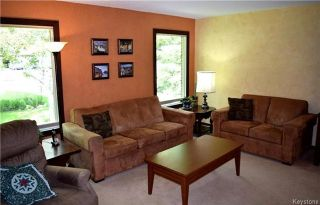 Photo 2: 41 Maple Drive: Oakbank Residential for sale (R04)  : MLS®# 1714440