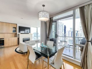 """Photo 7: 2305 1077 MARINASIDE Crescent in Vancouver: Yaletown Condo for sale in """"MARINASIDE RESORT"""" (Vancouver West)  : MLS®# R2544520"""
