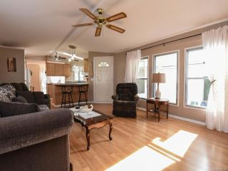 Photo 3: 18 1240 WILKINSON ROAD in COMOX: CV Comox Peninsula Manufactured Home for sale (Comox Valley)  : MLS®# 780089
