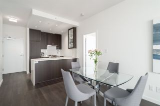 """Photo 9: 3202 5515 BOUNDARY Road in Vancouver: Collingwood VE Condo for sale in """"Wall Centre Central Park"""" (Vancouver East)  : MLS®# R2208071"""