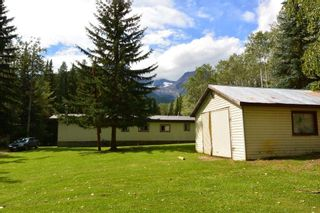 "Photo 31: 6793 KROEKER Road in Smithers: Smithers - Rural Manufactured Home for sale in ""Glacier View Estates"" (Smithers And Area (Zone 54))  : MLS®# R2495709"