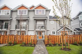 Photo 3: 20856 76 Avenue in Langley: Willoughby Heights Townhouse for sale