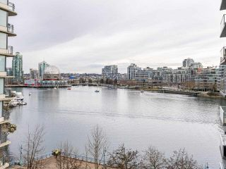 "Photo 6: 806 8 SMITHE Mews in Vancouver: Yaletown Condo for sale in ""FLAGSHIP"" (Vancouver West)  : MLS®# R2549159"