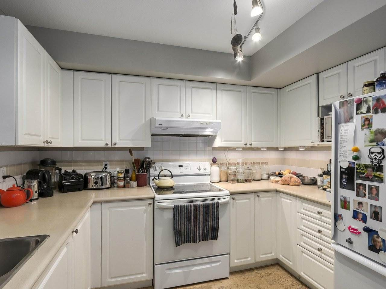 Photo 4: Photos: 305 225 E 19TH AVENUE in Vancouver: Main Condo for sale (Vancouver East)  : MLS®# R2173702