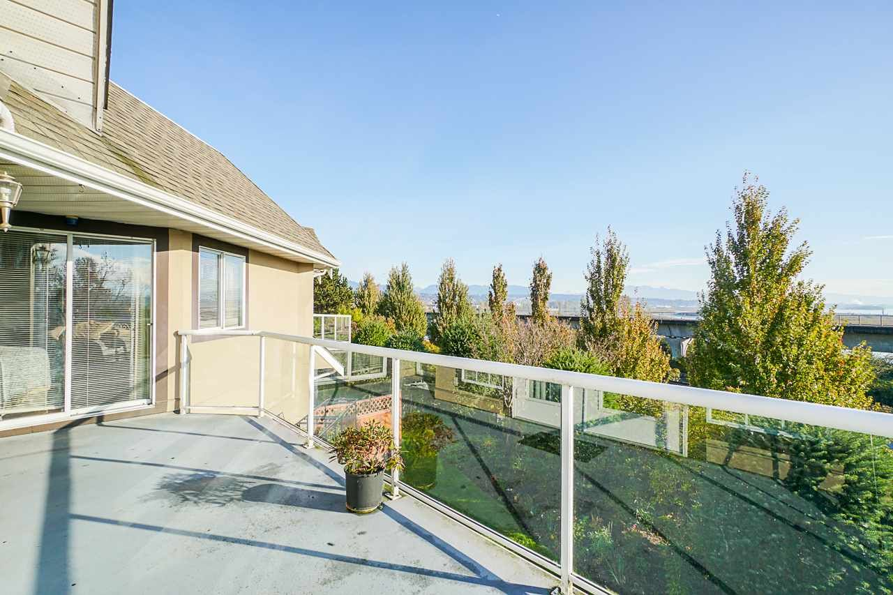 """Main Photo: 207 25 RICHMOND Street in New Westminster: Fraserview NW Condo for sale in """"FRASERVIEW"""" : MLS®# R2531528"""