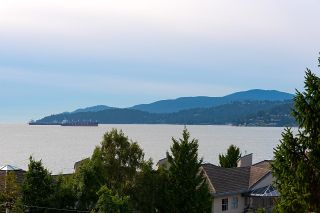 """Photo 2: 505 2135 ARGYLE Avenue in West Vancouver: Dundarave Condo for sale in """"THE CRESCENT"""" : MLS®# R2620347"""