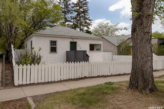 Photo 2: 218 S Avenue South in Saskatoon: Pleasant Hill Residential for sale : MLS®# SK859880