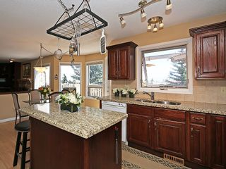 Photo 10: 114 SIGNATURE Close SW in Calgary: Signal Hill House for sale