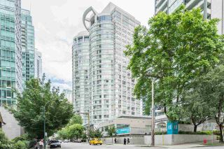 "Photo 1: 1606 1288 ALBERNI Street in Vancouver: West End VW Condo for sale in ""THE PALISADES"" (Vancouver West)  : MLS®# R2523792"