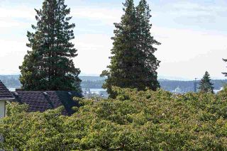 """Photo 13: 2 1511 MAHON Avenue in North Vancouver: Central Lonsdale Townhouse for sale in """"Heritage Court"""" : MLS®# R2206665"""