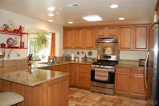 Photo 4: SOUTH ESCONDIDO House for sale : 4 bedrooms : 1633 Kenora Dr in Escondido