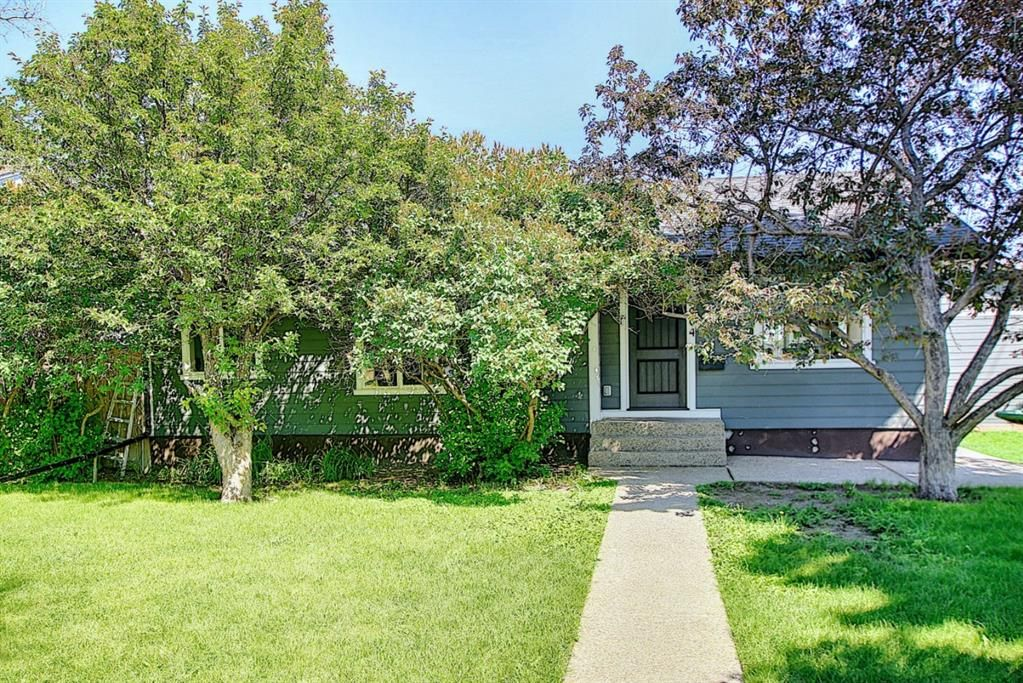 Main Photo: 5004 2 Street NW in Calgary: Thorncliffe Detached for sale : MLS®# A1124889
