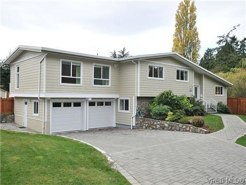 Main Photo: 1585 Bonita Pl in VICTORIA: SE Gordon Head House for sale (Saanich East)  : MLS®# 629759