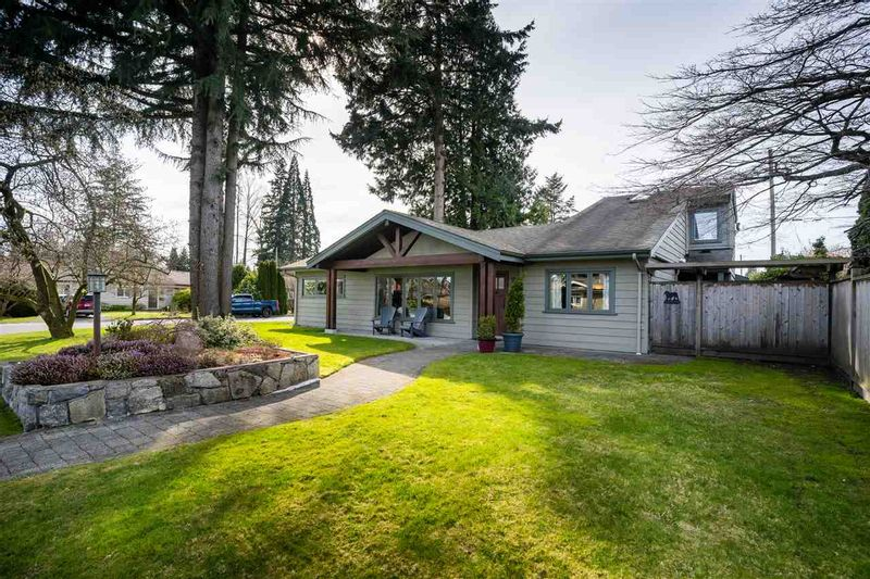 FEATURED LISTING: 1205 DOGWOOD Crescent North Vancouver