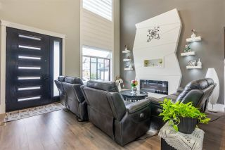 Photo 2: 27600 RAILCAR Crescent in Abbotsford: Aberdeen House for sale : MLS®# R2363166