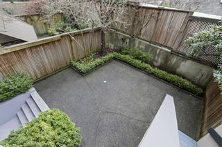"""Photo 19: 2411 W 1ST Avenue in Vancouver: Kitsilano Townhouse for sale in """"BAYSIDE MANOR"""" (Vancouver West)  : MLS®# R2408792"""