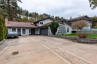 """Photo 1: 2416 WOODSTOCK Drive in Abbotsford: Abbotsford East House for sale in """"McMillan"""" : MLS®# R2446042"""