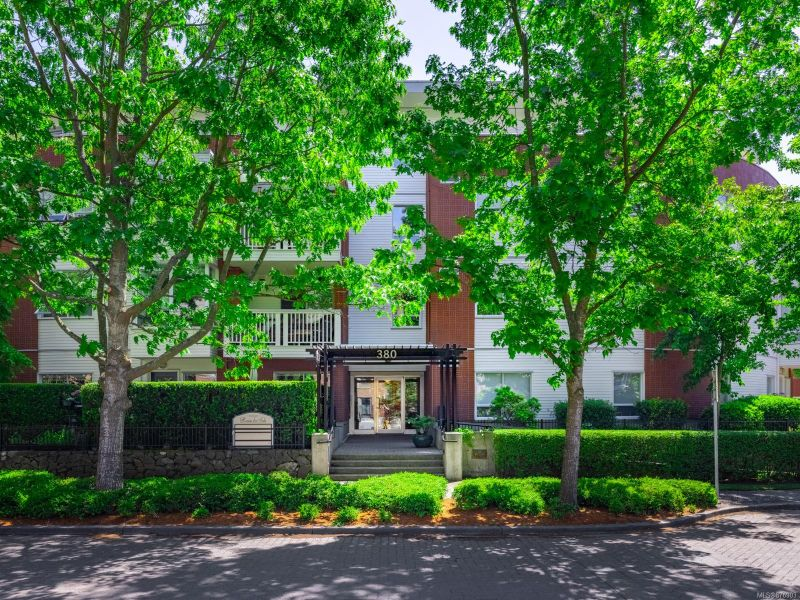 FEATURED LISTING: 203 - 380 Waterfront Cres