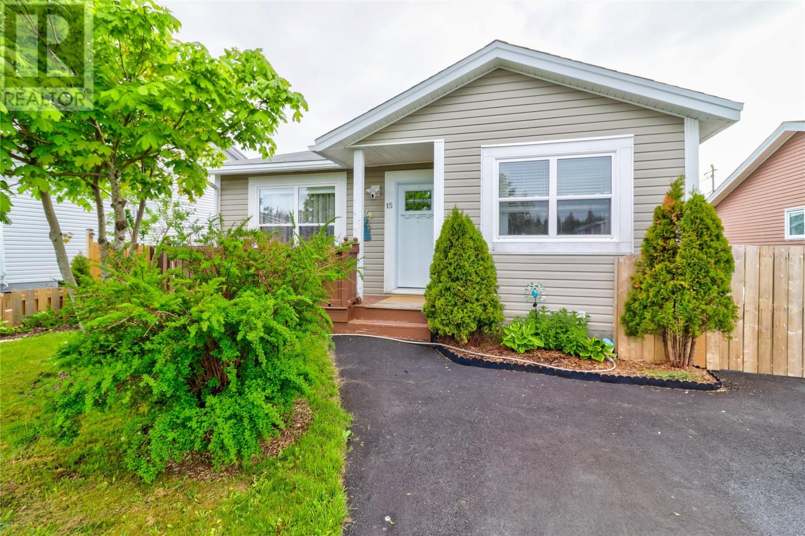 Main Photo: 15 Montclair Street in Mount Pearl: House for sale : MLS®# 1232381
