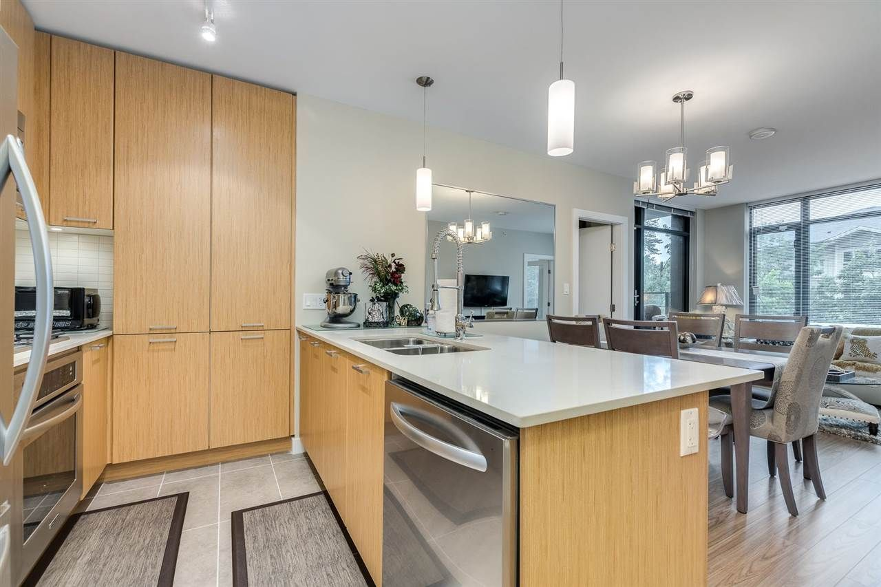 """Photo 10: Photos: 204 301 CAPILANO Road in Port Moody: Port Moody Centre Condo for sale in """"The Residences"""" : MLS®# R2474301"""