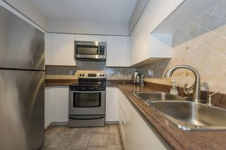 """Photo 14: 1105 9603 MANCHESTER Drive in Burnaby: Cariboo Condo for sale in """"STRATHMORE TOWERS"""" (Burnaby North)  : MLS®# R2228642"""