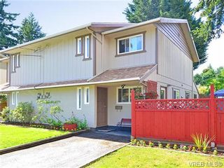 Photo 1: 561B Acland Ave in VICTORIA: Co Wishart North Half Duplex for sale (Colwood)  : MLS®# 642319