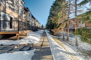 Photo 2: 27 4531 7 Avenue SE in Calgary: Forest Heights Row/Townhouse for sale : MLS®# A1069487