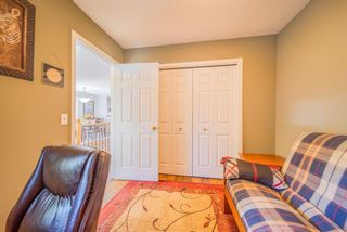 Photo 17: 3319 28 Street SE in Calgary: Dover Semi Detached for sale : MLS®# A1153645