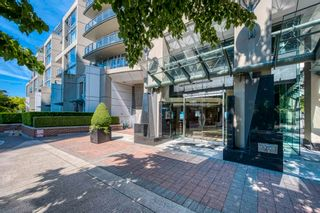 """Photo 3: 705 1383 MARINASIDE Crescent in Vancouver: Yaletown Condo for sale in """"COLUMBUS"""" (Vancouver West)  : MLS®# R2594508"""