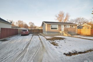 Photo 1: 1034 Stadacona Street East in Moose Jaw: Hillcrest MJ Residential for sale : MLS®# SK844220
