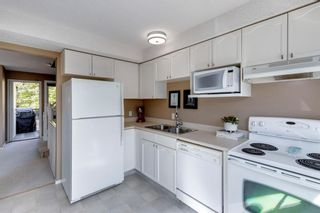 Photo 12: 81 Coachway Gardens SW in Calgary: Coach Hill Row/Townhouse for sale : MLS®# A1147900