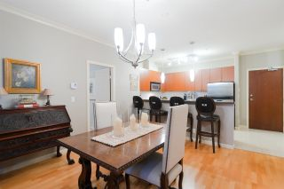 """Photo 2: 415 14 E ROYAL Avenue in New Westminster: Fraserview NW Condo for sale in """"VICTORIA HILL"""" : MLS®# R2320598"""