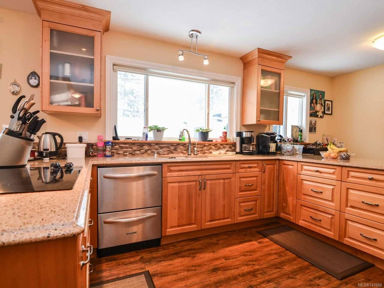 Photo 4: Photos: 228 Crawford Rd in CAMPBELL RIVER: CR Campbell River South House for sale (Campbell River)  : MLS®# 747688