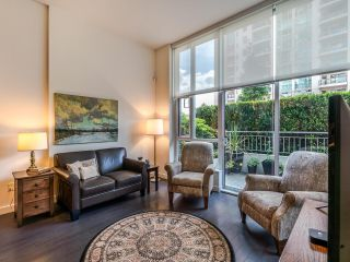 """Photo 3: TH5 619 FIFTH Avenue in New Westminster: Uptown NW Townhouse for sale in """"VICEROY"""" : MLS®# R2593947"""