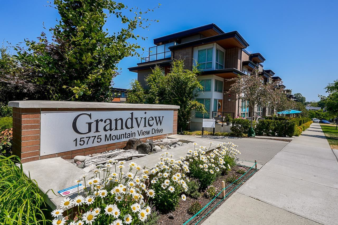 """Main Photo: 3 15775 MOUNTAIN VIEW Drive in Surrey: Grandview Surrey Townhouse for sale in """"GRANDVIEW AT SOUTHRIDGE CLUB"""" (South Surrey White Rock)  : MLS®# R2602711"""