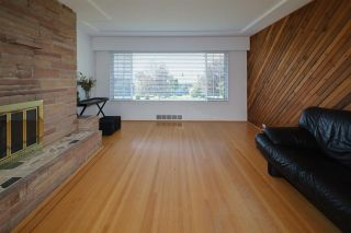 Photo 5: 1563 E 59TH Avenue in Vancouver: Fraserview VE House for sale (Vancouver East)  : MLS®# R2589048