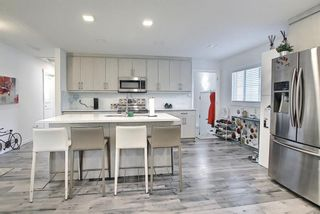 Photo 3: 44 Hardisty Place SW in Calgary: Haysboro Detached for sale : MLS®# A1116094
