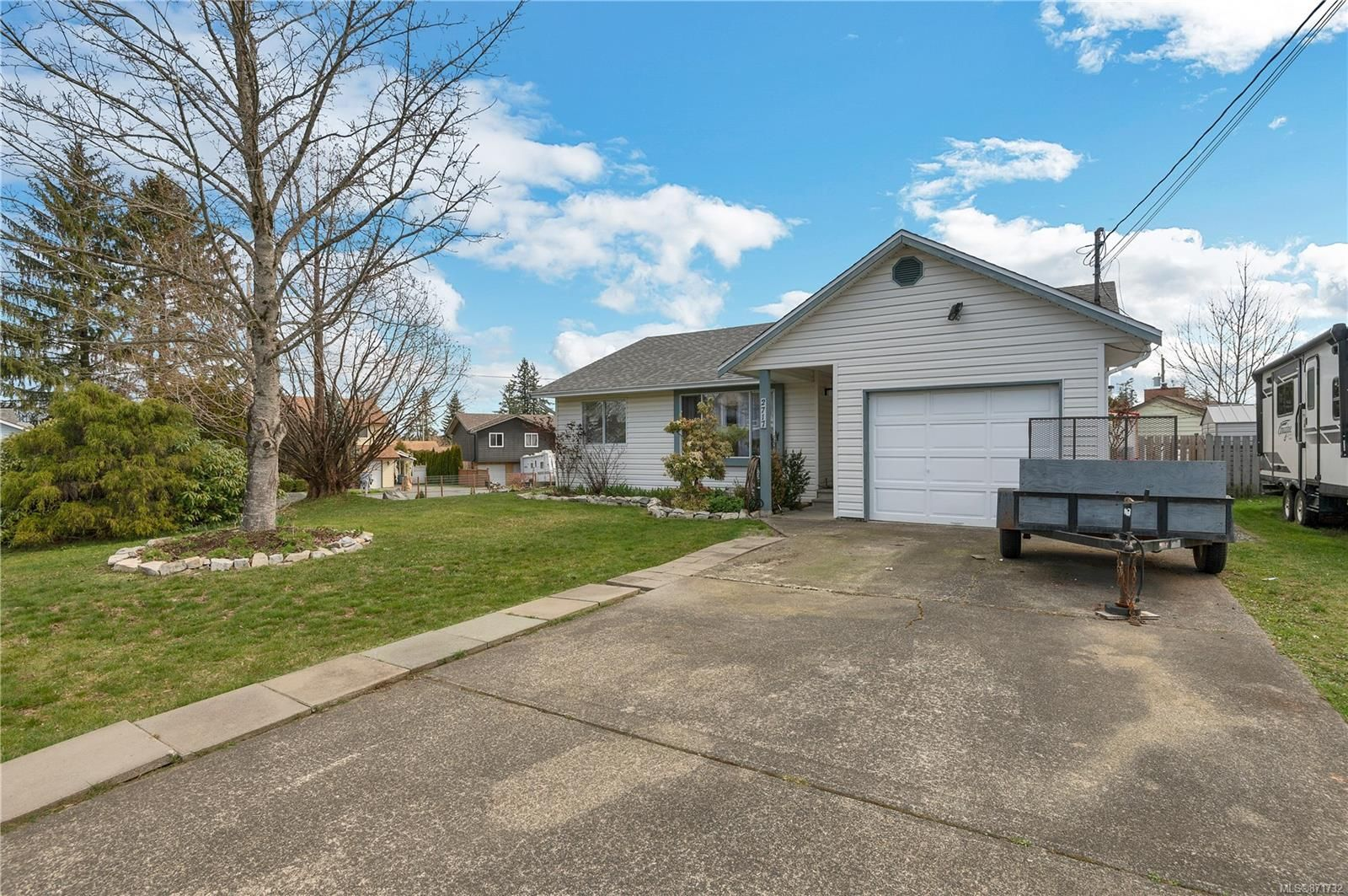 Main Photo: 2717 Apple Dr in : CR Willow Point House for sale (Campbell River)  : MLS®# 871732