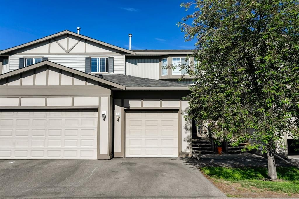 Main Photo: 204 720 Willowbrook Road NW: Airdrie Row/Townhouse for sale : MLS®# A1123024