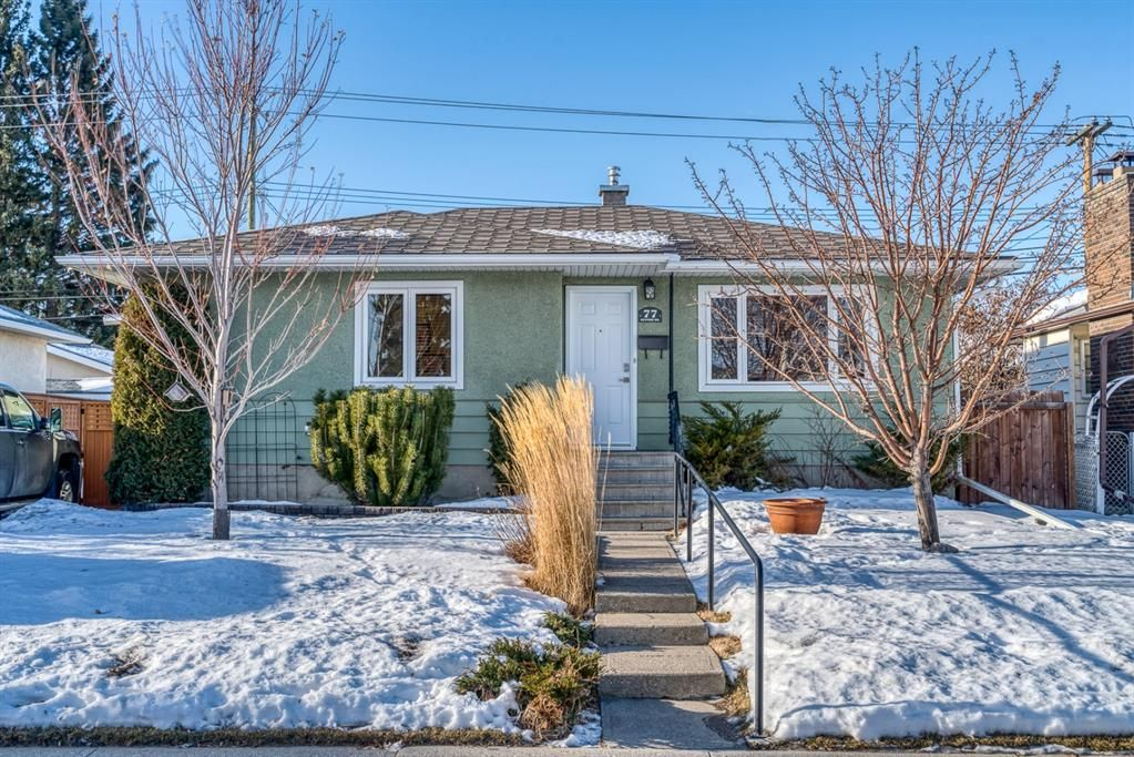 Main Photo: 77 Kentish Drive SW in Calgary: Kingsland Detached for sale : MLS®# A1059920