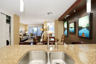 """Photo 12: 207 15164 PROSPECT Avenue: White Rock Condo for sale in """"WATERFORD PLACE"""" (South Surrey White Rock)  : MLS®# R2032759"""