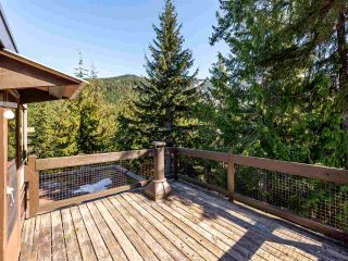 """Photo 2: 71 2400 CAVENDISH Way in Whistler: Whistler Creek Townhouse for sale in """"Whiski Jack"""" : MLS®# R2569305"""